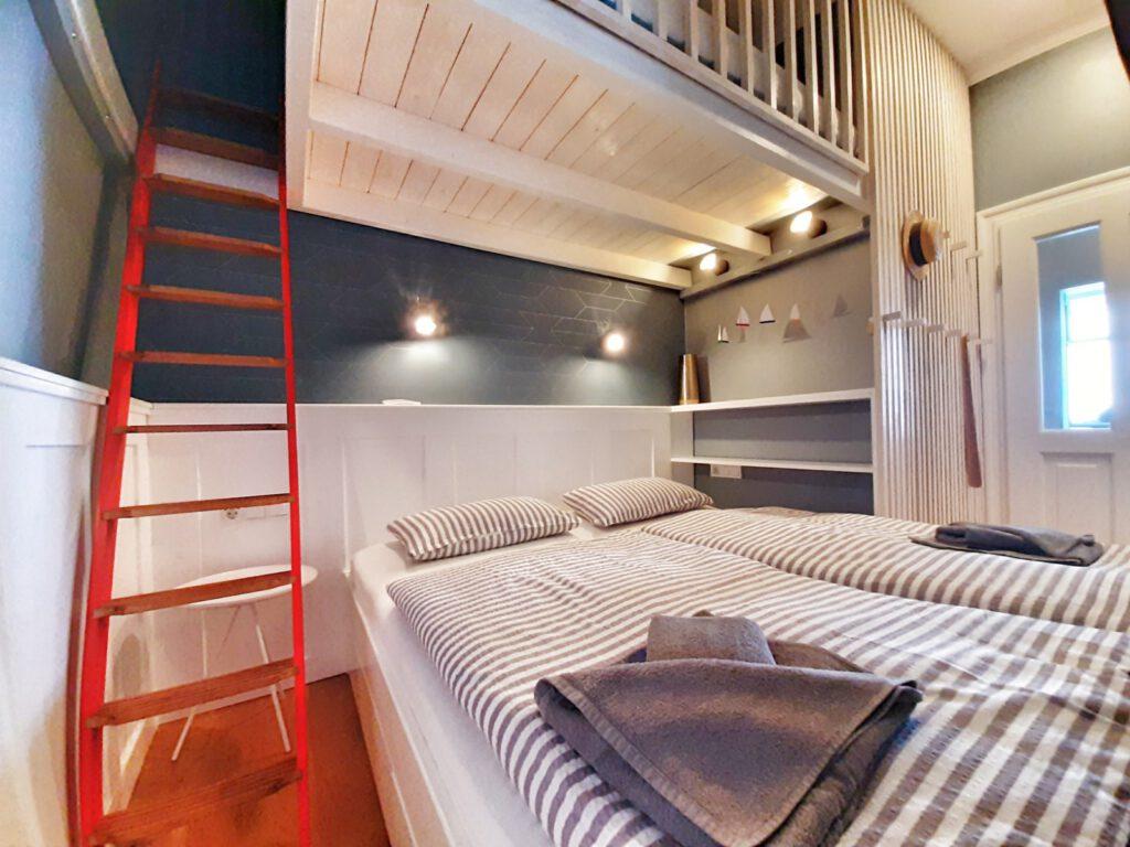 ein uriges Bett für erholsamen Schlaf im Urlaub